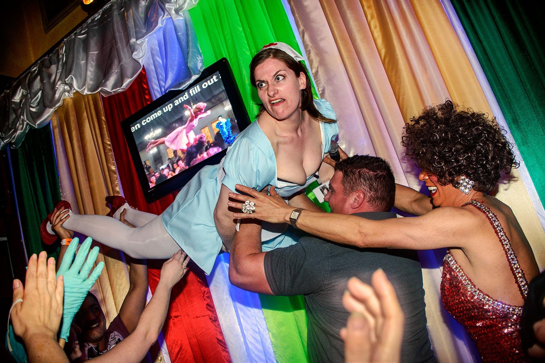 Фото девичник с парнями, Раскованные невесты трахаются после девичника порно 4 фотография